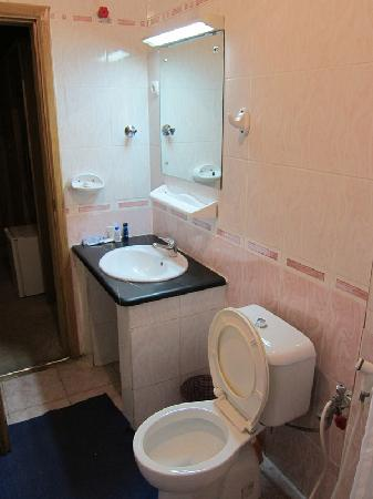 Axum Hotel: Bathroom