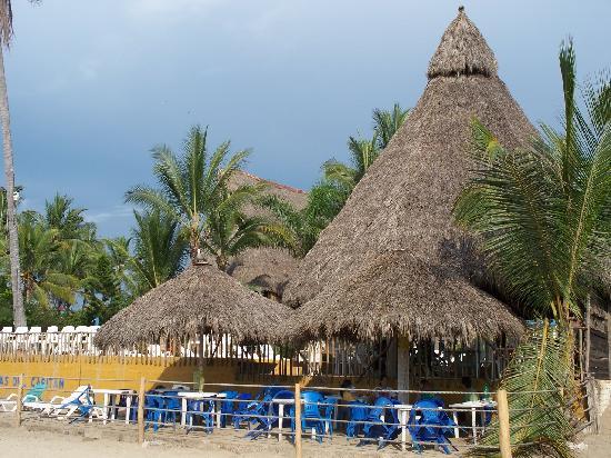 Las Cabanas del Capitan: Palapas en la playa