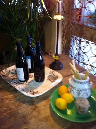Larks Home Kitchen Cuisine: interior