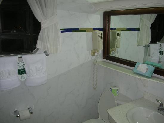 The Knutsford Court Hotel: salle de bains