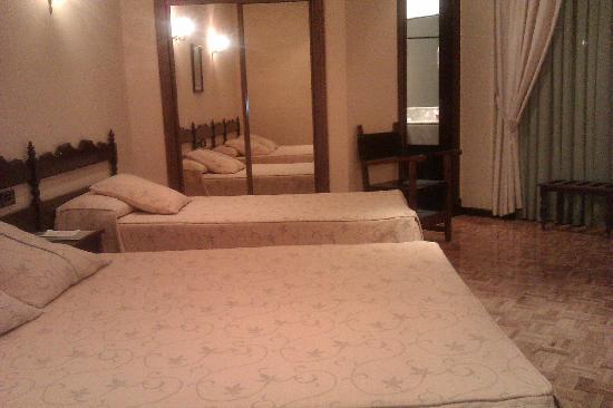 Hotel R. Castellano III: Habitacion