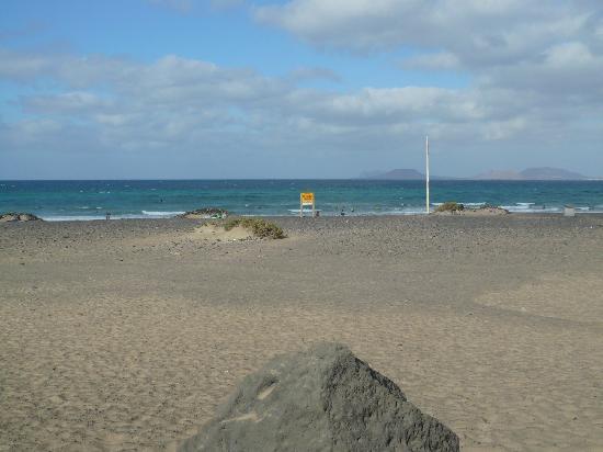 Clandestino Surf Adventure: playa de famara