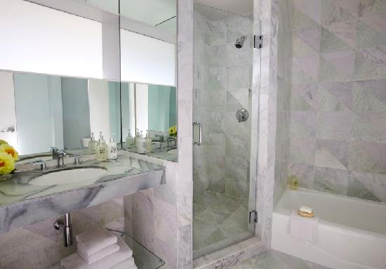 Avalon Hotel Beverly Hills: bathroom