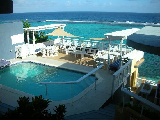 Moxons Beach Club: piscine