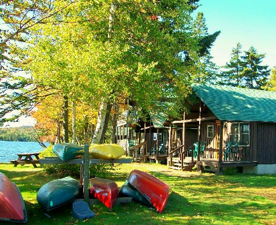 Tall Timber Lodge: Cabins on the lake