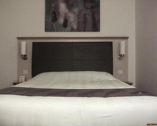Premier Inn East Grinstead Hotel: Bed