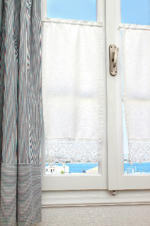 Guesthouse Niriides: Window Detail