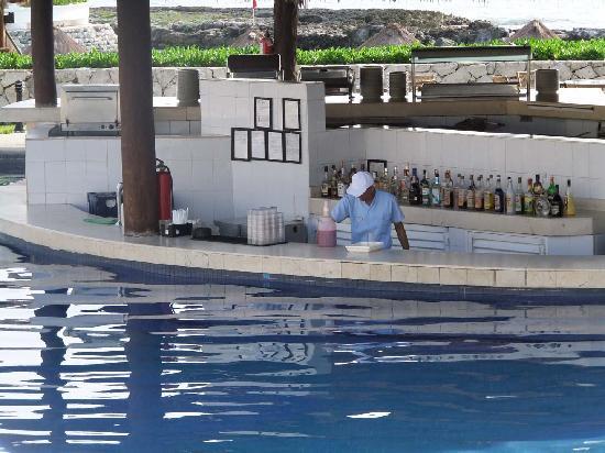 Heaven en Hard Rock Hotel Riviera Maya: The Swim-Up Bar and lunch place