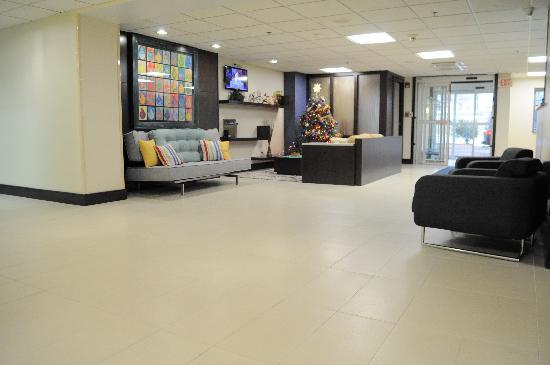 Best Western Plus Berkshire Hills Inn & Suites: Lobby shot