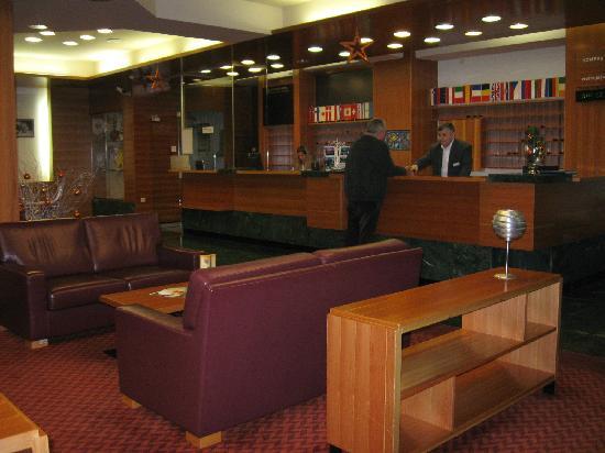 Hotel Kompas: Uffiicio accettazione clienti: -:) bravo lo staff e professionale