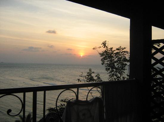 Haad Yao Bayview Resort & Spa: view from the balcony looking to the right