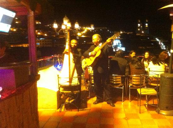 Vista Hermosa Centro Historico: Gentle, captivating Andean music