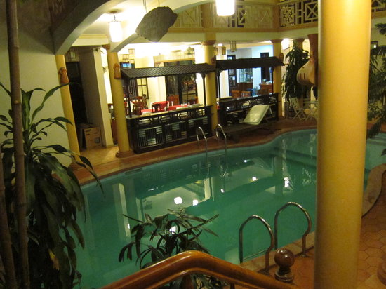 Thanh Van Hotel: View of pool central pool courtyard from stair. Breakfast area/reception beyond.