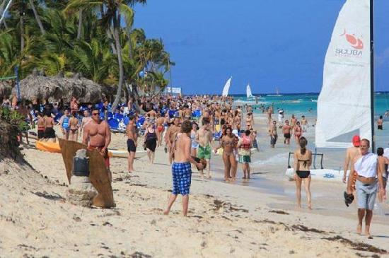 Hotel Riu Palace Punta Cana Very Crowded Beach