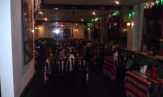 Bayville, NY: dining area