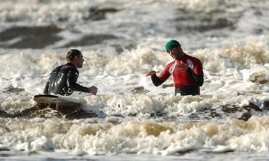 Ben's Surf Clinic: Ben surf  coaching on Lahinch beach