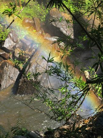 Provincia de Siem Reap, Camboya: Rainbow at the waterfall