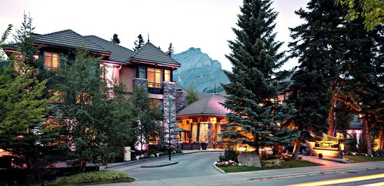 Delta Banff Royal Canadian Lodge: Delta Banff Exterior