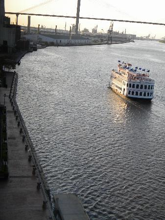 Comfort Suites Historic District: Savannah River Front