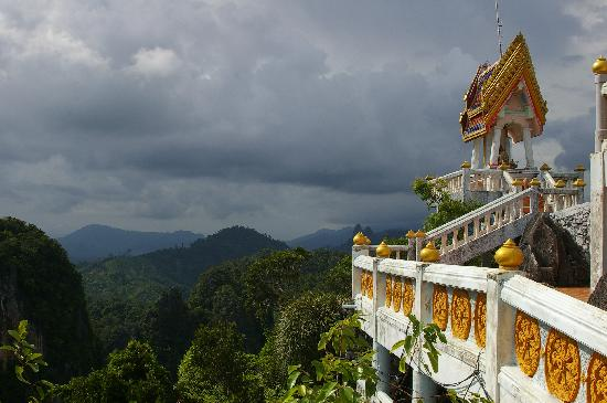 Tiger Cave Temple (Wat Tham Suea) : Temple and view at the summit