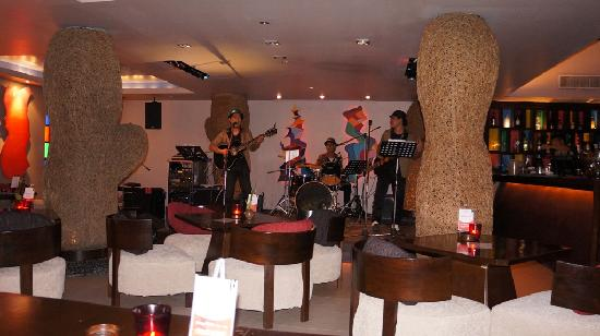 Red Snapper Restaurant & Bar: This bar & restaurant features great live band