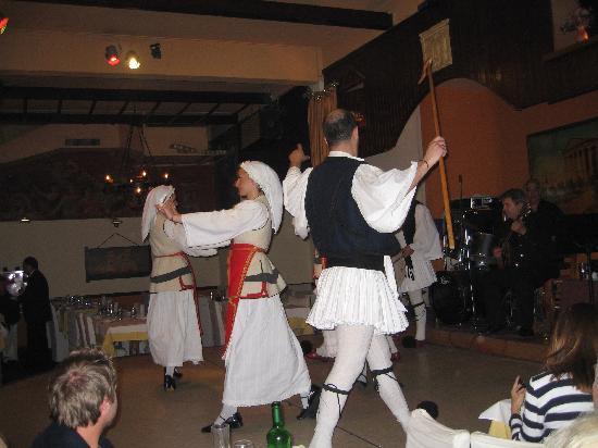 Grécia: muy bonita musica y danzas. Atenas