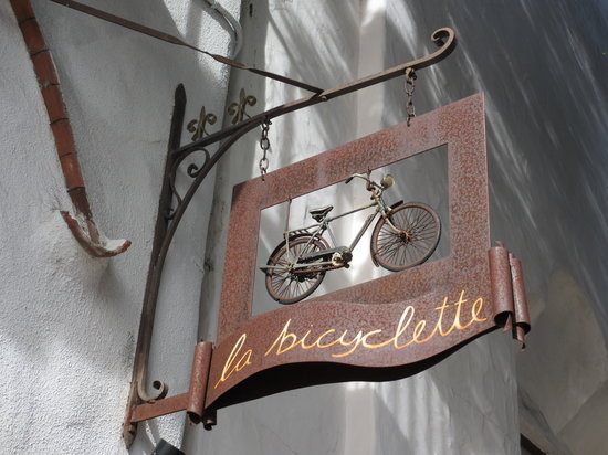 La Bicyclette: ...so you can find them from the street corner