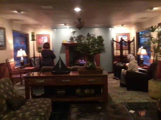 Oxford Suites Portland - Jantzen Beach: Vista del Lobby