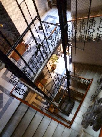 Hotel Primavera: Elevator / Staircase