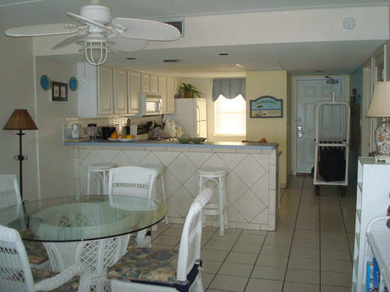 Suntide II Resort Condominiums: Kitchen area