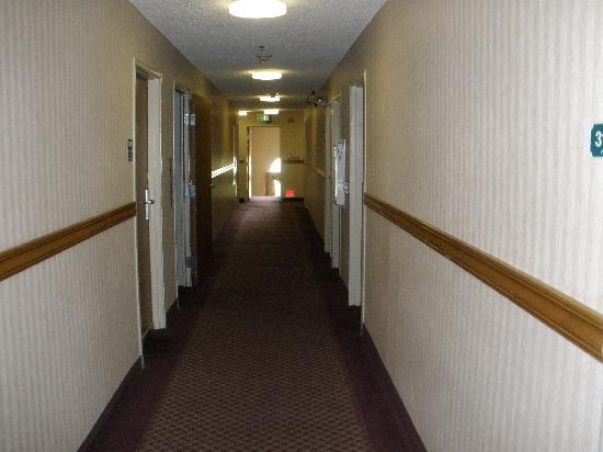 Ramada Coeur d'Alene : hallway