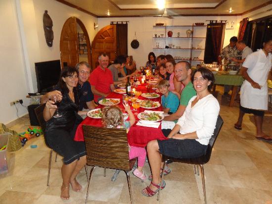 Argonauta Boracay: Christmas Eve dinner in the Argonauta dining area with Paul and Stephanie, the hosts, old friend