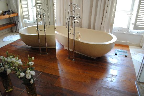 La Maison d'Aix: Bath