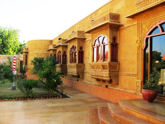 Hotel Golden Haveli: The entrance at front