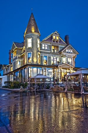 Baker House Hotel: Your Mansion on the Lake...