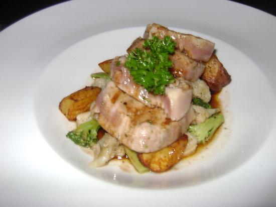 GRAZIE Italian Restaurant Kota Kinabalu: Delicious Tuna Steak
