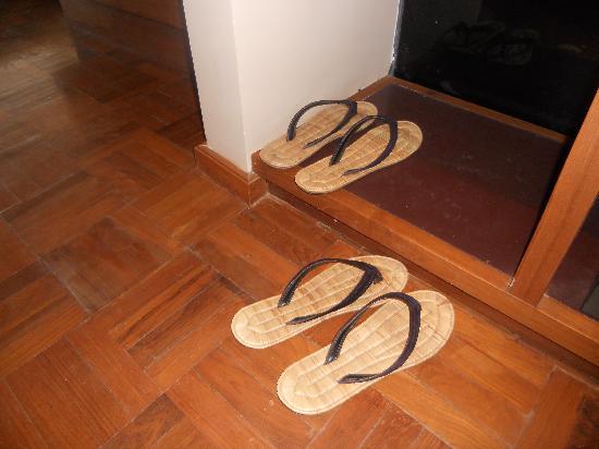 Kumudara Hotel Bagan: slippers
