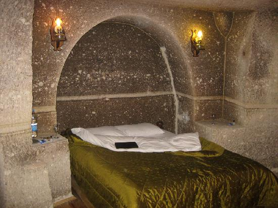 Star Cave Hotel: Bed in the master suite