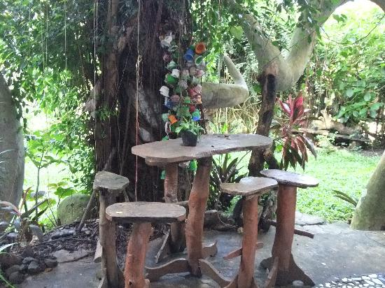 Enigmata Treehouse Ecolodge: Lots of places to chill out
