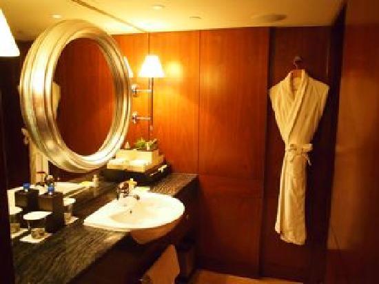 โรงแรมแมนดาริน โอเรียนทอล ฮ่องกง: The bathroom