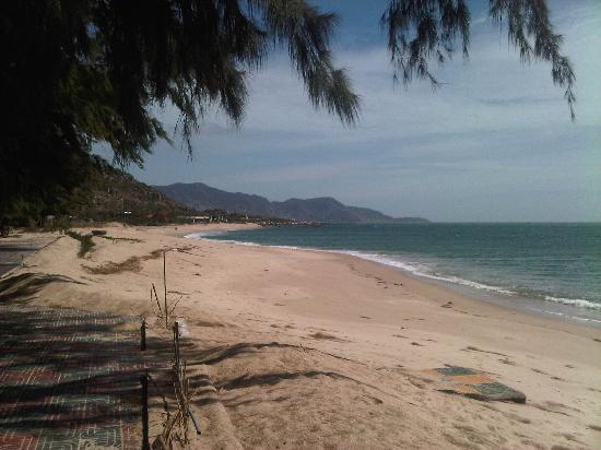 Saigon Ninhchu Hotel & Resort: beach