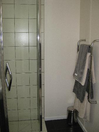 Airlie House : Bathroom
