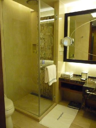 Howard Johnson New Port Resort Haikou : Shower