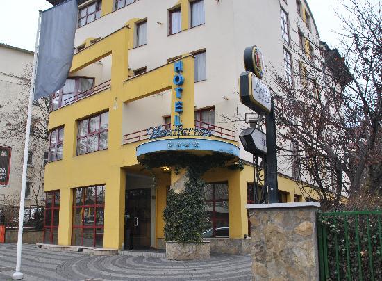 Hotel Mediterran : hotel front