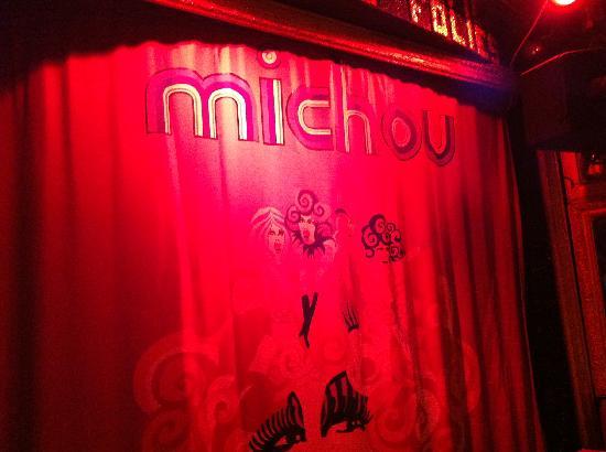 Chez Michou : La scène