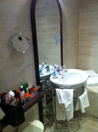 NH Milano Grand Hotel Verdi: La salle de Bain
