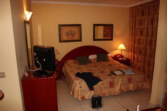 Kamer met lekker breed bed picture of la siesta hotel playa de las americas tripadvisor - Bed kamer ...