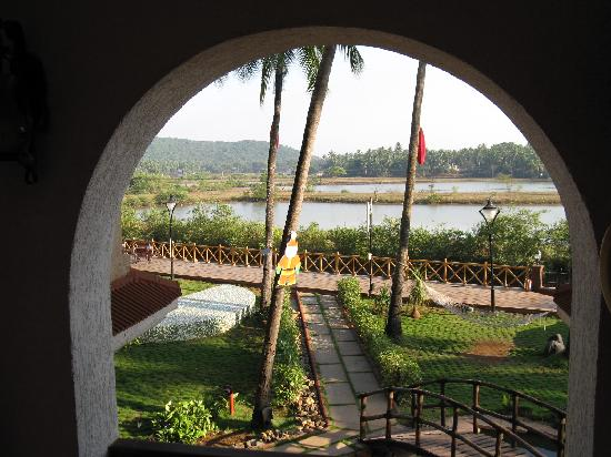 Lazylagoon Sarovar Portico Suites: view from the stairs