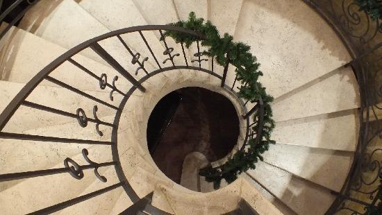 Tenuta la Romana: Scale per accedere al Salone