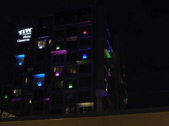 Tivoli Hotel : Hotel by night
